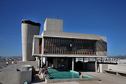 260px-Marseille_la_terrasse_de_la_citée_radieuse